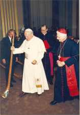 PapstundRatzingermitAlphorn