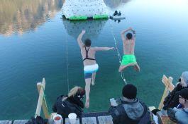 Mit dem Sprung in den See beginnt der Wettbewerb. ©Achensee Tourismus