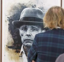 "Blick in die Ausstellung, Stephan Reuss ""Joseph Beuys"" © Foto: Martin Weiand"