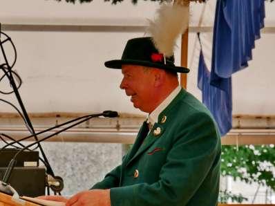kl-Georg Grabner liest die Laudatio