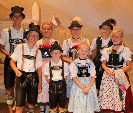 Sie waren die Besten in der Aschauer Festhalle: die Sieger des traditionellen Preisplattlns der Kinder und Jugendlichen bis 16 Jahre zwischen den Vereinen von Amerang, Bernau, Hittenkirchen, Hohenaschau, Niederaschau und Sachrang.