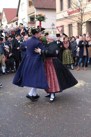 Ehrenwalzer des Hammelkönigspaars Ida Bartenstein und Oliver Brust (Foto: Franziska Schlemmer)