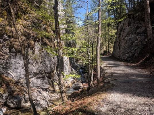 Wanderweg am Weissgraben