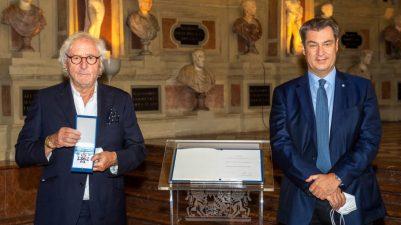 Bayerns Ministerpraesident Markus Soeder verleiht am Donnerstag (08.07.21) in der Residenz in Muenchen den Bayerischen Verdienstorden an Guenther Maria Halmer.