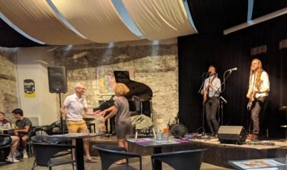 im Konzert in Montpellier, es wird sogar getanzt