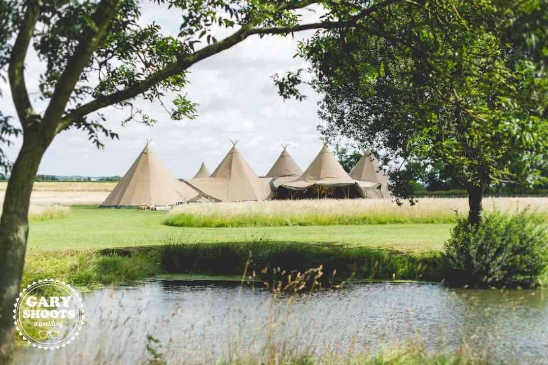 5 giant hat tipi wedding .10