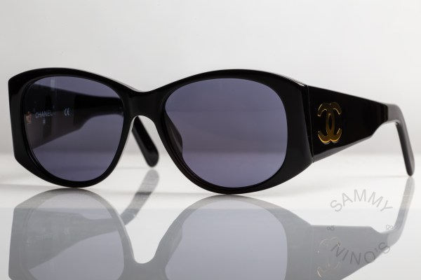 anna-wintour-chanel-sunglasses-vintage-05246-90s-1