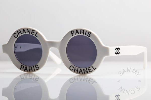 round-chanel-sunglasses-vintage-01945-1993-ss-runway-2
