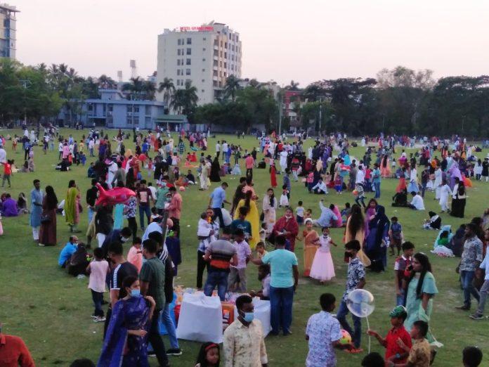 2 11 বরিশালে বিনোদন কেন্দ্র গুলি উপচে পড়ছে ভীড়