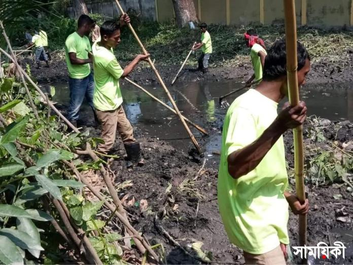 Massive cleaning activities continued by BCC. The photo was taken recentle from Chawmatha area of the Coty. collected with news 2 আগামী মওসুমে জলাবদ্ধতা নিরসনে <br>বিসিসির পরিস্কার পরিচ্ছন্নতার ব্যাপক কার্যক্রম পূর্ণ গতিতে এগিয়ে চলছে