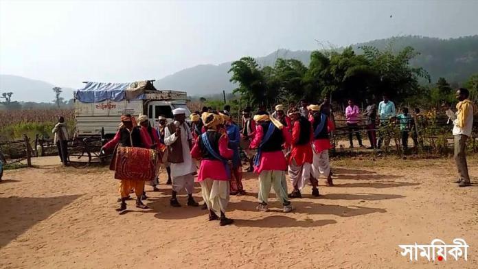 vuriya যে গ্রামের লোকেদের নুন ছাড়া কিনতে হয় না কিছুই