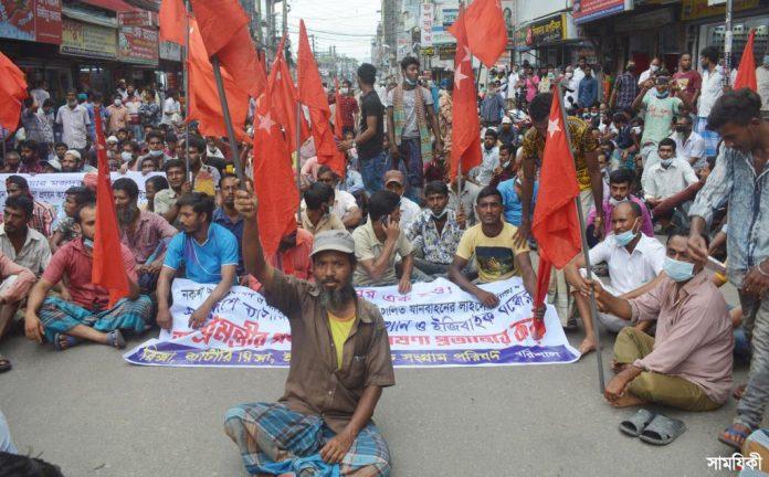 Barishal photo Battery operated road transport owners and drivers blocking road held agitation rally protesting restriction imposed against plying those on road 1 বরিশালে ব্যাটারী চালিত গাড়ী বন্ধের প্রতিবাদে সড়ক অবরোধ ও বিক্ষোভ সমাবেশ অনুষ্ঠিত