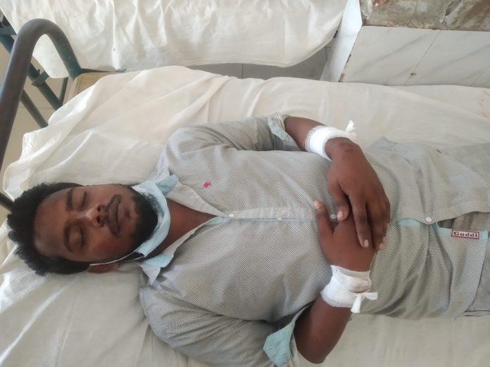 Kalapara photo Eight injured over controlling sluice gate at Kalapara of Patuakhali 2 scaled পটুয়াখালীর কলাপাড়ায় স্লুইজ গেটের নিয়ন্ত্রন নিয়ে সংঘর্ষ, আহত ৮