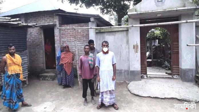 naTore নাটোরে সামান্য ব্যপারে এক পরিবারকে সমাজচ্যুতর অভিযোগ