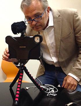 Philippe-Couve-Mojo-iphone-ipad-portrait