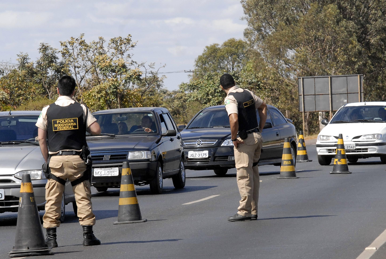 Resultado de imagem para blitz detran policia