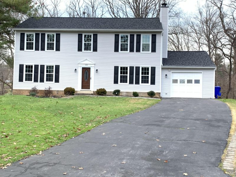 Colonial home in desirable Stonegate Community!!