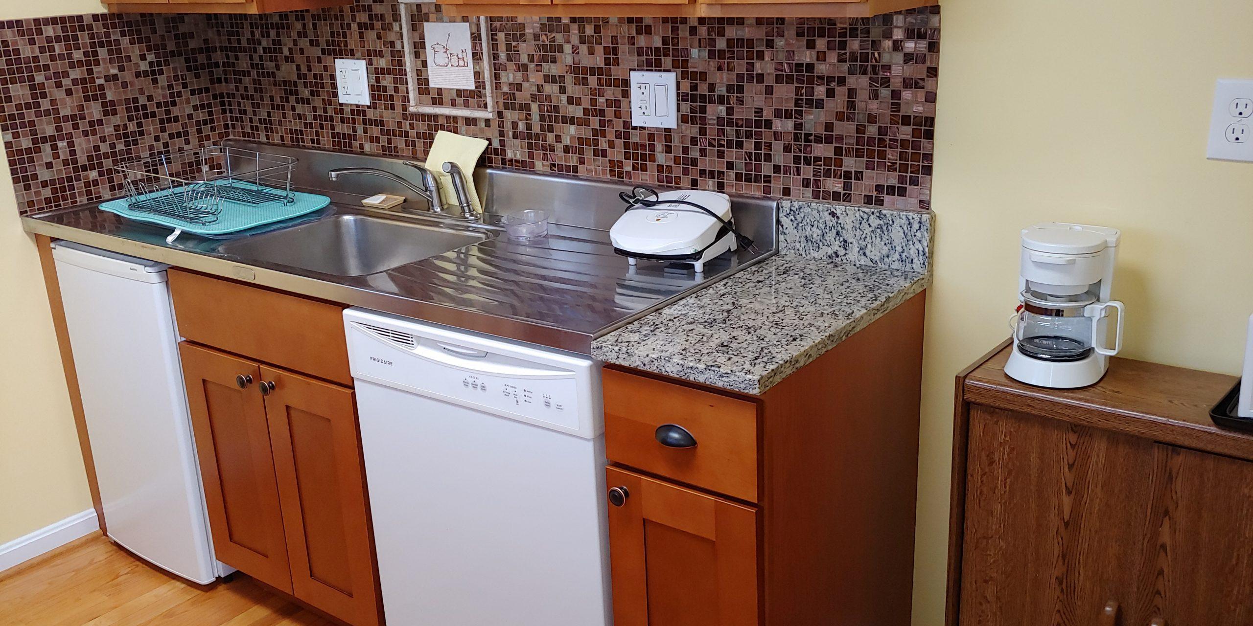 Dishwasher, Forman grill, coffee maker, fridge