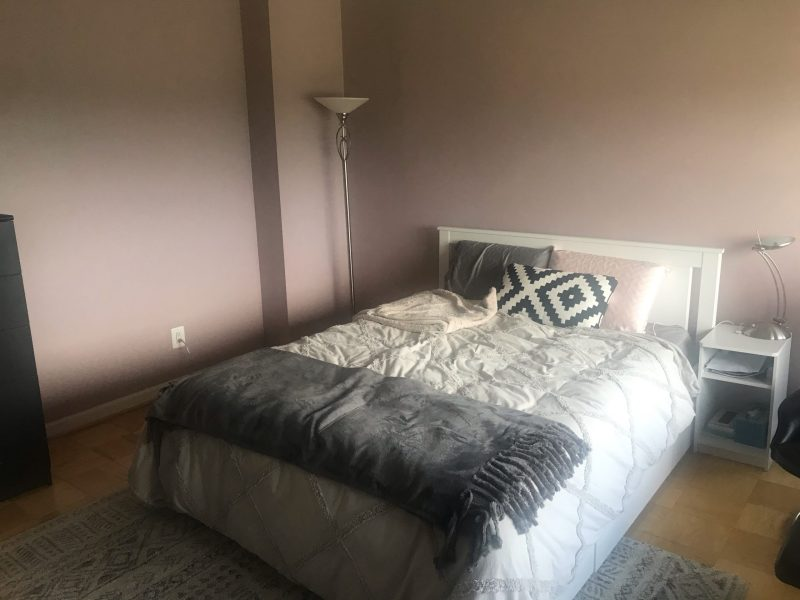 SUNNY LARGE BEDROOM WITH PRIVATE BATH, 24 HOUR CONCIERGE… I BLOCK FROM RED LINE