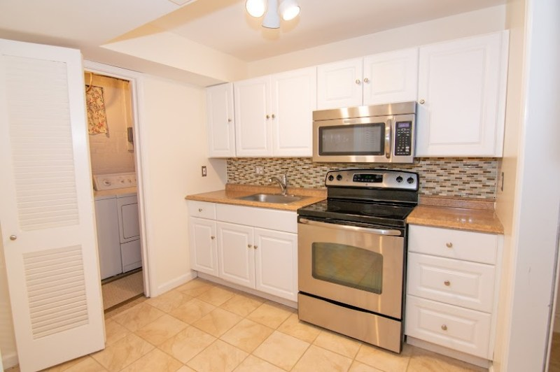 Bethesda/Kensington Beautiful Sunny Private Apartment 2 Bedrooms (or 1 BR, 1 Office) 1 Bath. Close to NIH and Walter Reed.                                            .