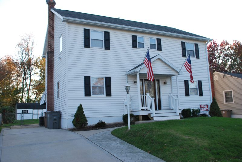 Rockville 5 Beds 3 1/2 Baths House for Rent Less Than a Mile Walk to the Rockville Metro.
