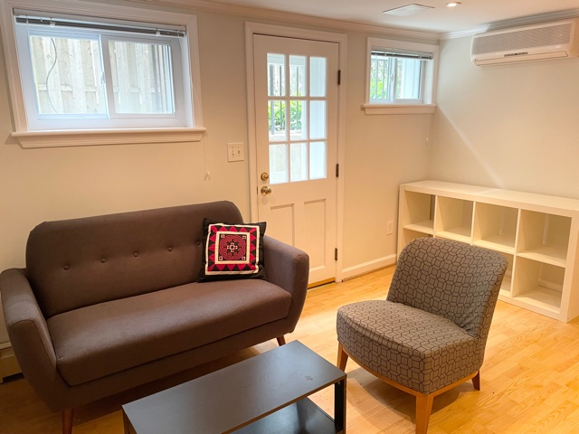 Sunny Furnished DC 1BR/1BA Apartment * 12 Min. to NIH, 8 Min. to Downtown DC
