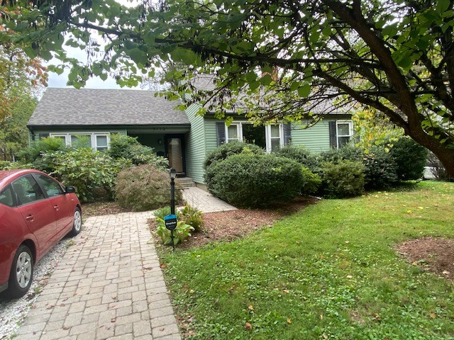 Rooms in Shared 4-Bedroom House in Silver Spring with Large Screened-In Porch