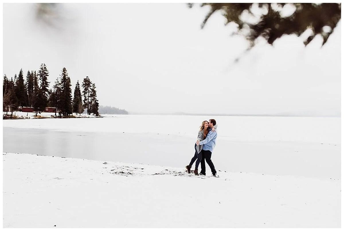 Diamond Lake Adventure Engagement Session, Oregon | S Photography | PNW Adventure Photographer