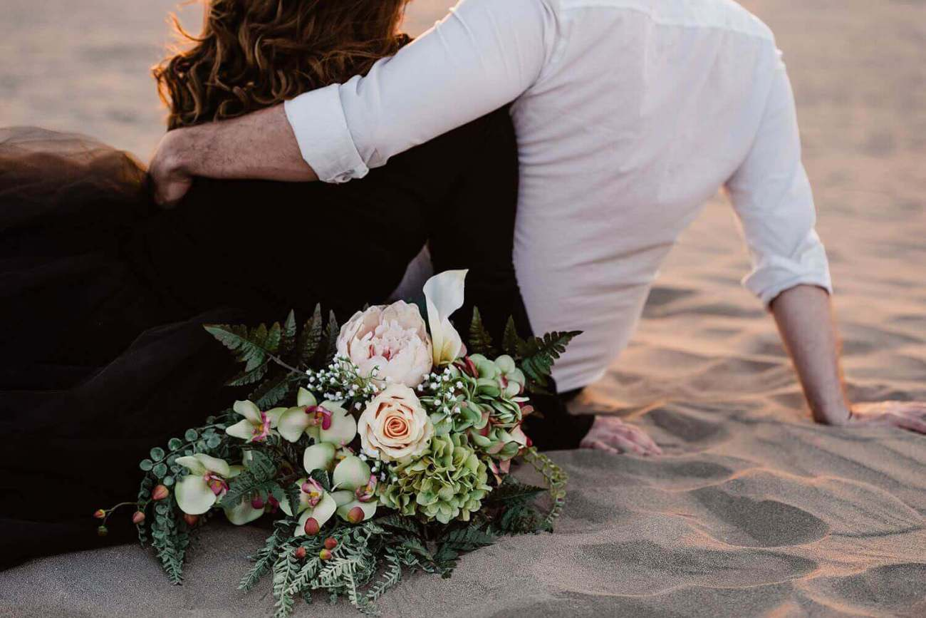 adventure elopement photographer,christmas valley,christmas valley sand dunes,desert,eastern oregon,elopement,intimate wedding,oregon,pacific northwest,sand dunes,