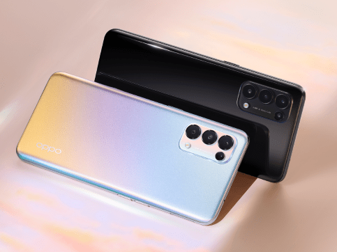 The new OPPO Reno 5 in the color Fantasy Silver and Starry Black