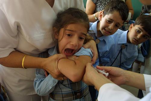 https://i1.wp.com/www.sanatatesiviata.ro/images/stories/medicina-nesanatoasa/vaccinurile-sunt-nesanatoase-vaccinuri-inutile-si-periculoase.jpg