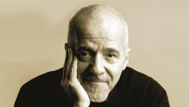 Brezilyalı olan Paulo Coelho, eserlerinde Latin Amerika çoğrafyasının durgunluğunu ve misitik havasını yansıtır.
