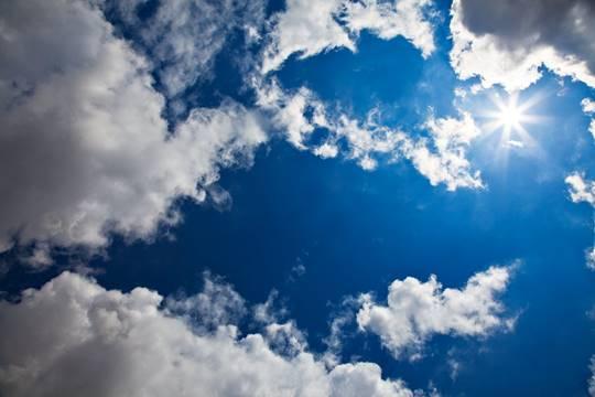 Orhan Veli okumak, gökyüzünü maviye boyamaktır...