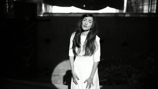Sevilen aşk şarkılarının besteci ve yorumcusu Hindi Zahra, caza kattığı otantik tınılar ile zenginleştireceği konserde Beautiful Tango, Any Story gibi en sevilen şarkılarını seslendirecek.