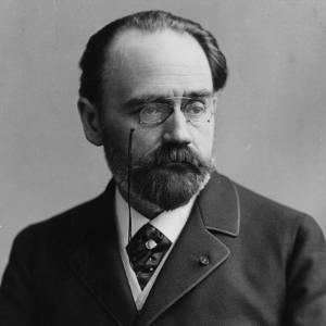 'Suçluyorum' diyerek, tüm gerçekleri dünyaya haykıran, Alfred Dreyfus ve toplum için doğruların ışığını yakan Emile Zola mı?