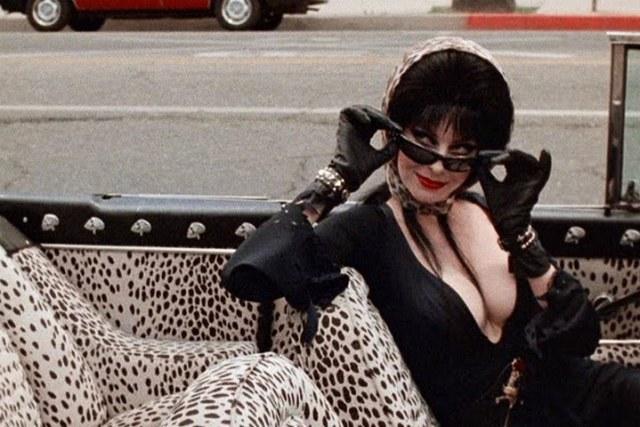Elvira, Tarzıyla EMO Akımına İlham Vermiştir.