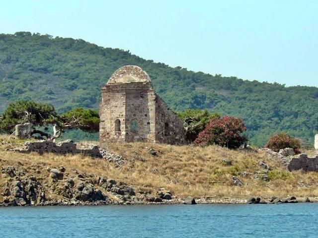 Vaftizci Yahya Manastır Kilisesi, Tavuk Adası.