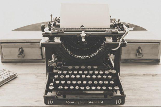 typewriter-1248088_1280