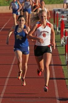 San Clemente's Kelsey Carroll set a new meet record in the 1600 at the OC Classic on March 13. Photo: John Carroll