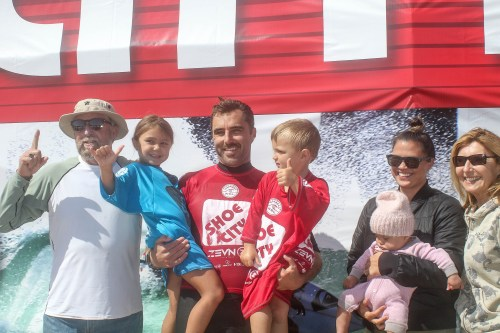 Nate Yeomans and his family share a moment on the podium at the Shoe City Pro in Huntington Beach. Photo: WSL