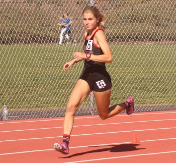 San Clemente junior Hana Catsimanes, reigning two-time 1,600-meter league champion, will look to lead the Tritons to an 11th straight CIF appearance. Photo: Zach Cavanagh