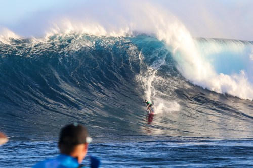 Greg Long of USA advances to the finals after placing second in semifinal heat 1 of the 2017 WSL Peahi Challenge