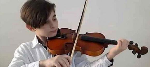 Cristian Alejandro está enamorado del sonido del violín