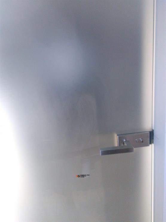 Стъклена врата