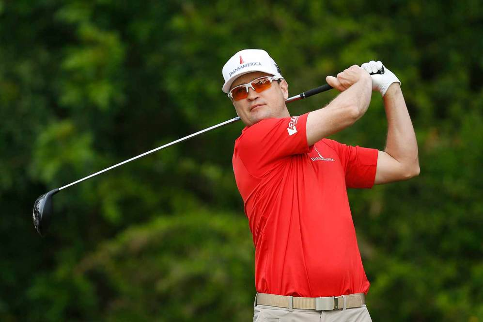 Zach Johnson playing golf