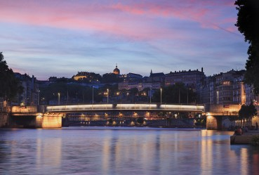 Beautiful pink dusk at the shore of the Saone.