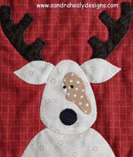 Sandra Healy Designs The Reindeer Crew Christmas quilt pattern cream reindeer detail