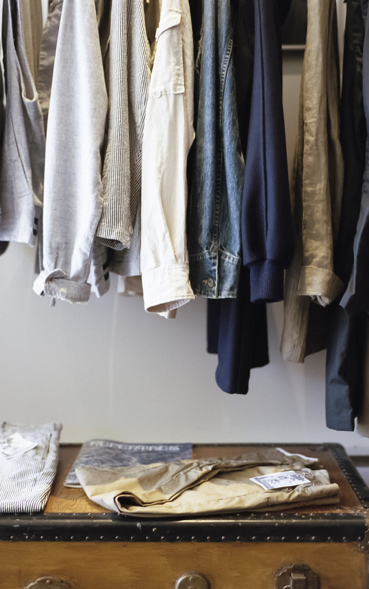 Your overflowing closet isn't giving you more options. It's actually limiting you. Transition to a minimalist wardrobe for maximum efficiency.