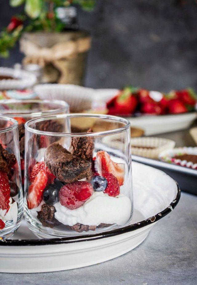 Tasty Brownies and Yogurt Summer Parfait