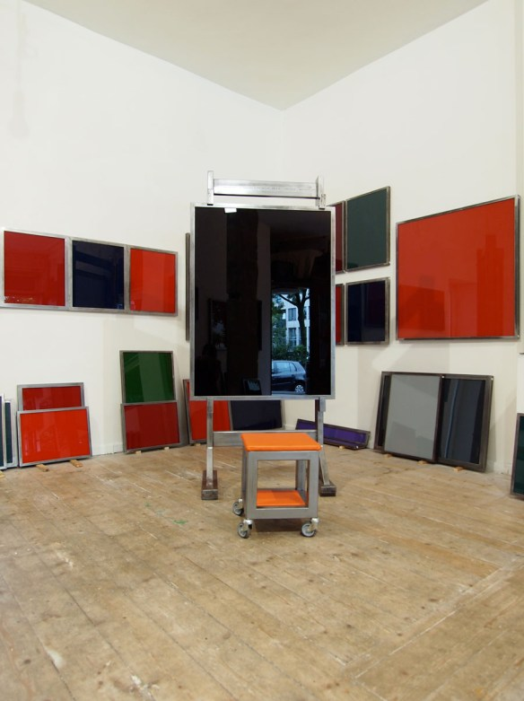 Unvollendete Skulptur für meine Malerfreunde (The Box - Galerie Reimund Jonen, Düsseldorf)